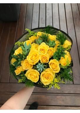 Top rosas amarelas + mini suculentas