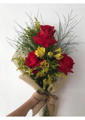Ramalhete com três rosas importadas