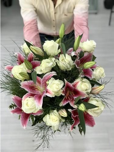 Bouquet Rosas + Lírio