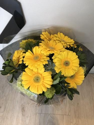 Bouquet gérberas amarelas + suculentas
