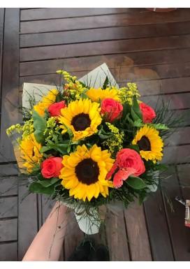 Bouquet girassóis e rosas nacionais